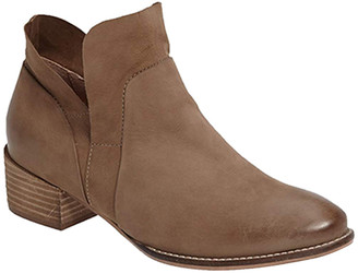 Seychelles Women's Casual boots TAUPE - Taupe Dwelling Leather Ankle Boot - Women