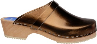 Cape Clogs Metallic Leather Slip-On Clogs - Metallic