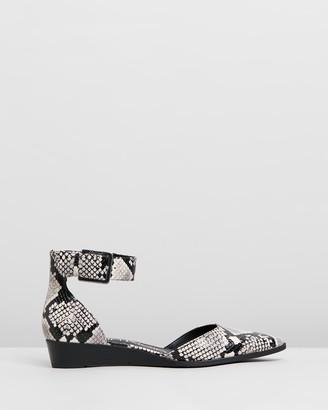 Calvin Klein Tamina Mamba Flats