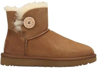 UGG Mini Bailey But Low Heels Ankle Boots In Leather Color Suede