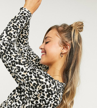 Wednesday's Girl relaxed smock top with peplem hem in leopard print