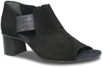 Munro American Sable Sandal