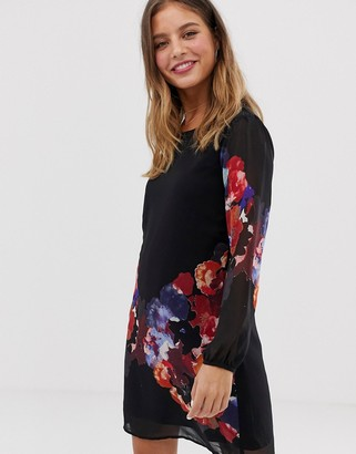 Yumi tunic shift dress in watercolour floral print-Black