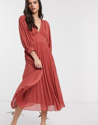Asos Design DESIGN pleated batwing midi dress in chevron dobby in rust-Red
