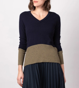 Duffy - Jet and Moss V Neck Sweater - L .