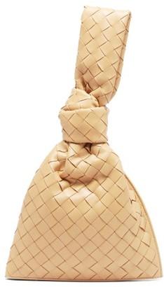 Bottega Veneta The Twist Mini Knotted Intrecciato Leather Pouch - Beige