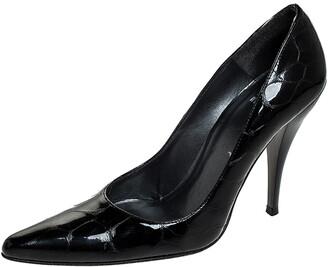 Stuart Weitzman Black Croc Embossed Patent Leather Pointed Toe Pumps Size 37.5