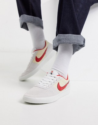 Nike Sb SB Team Classic trainers in off white/red