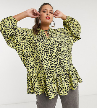Glamorous Curve smock top with collar and peplum hem in daisy floral