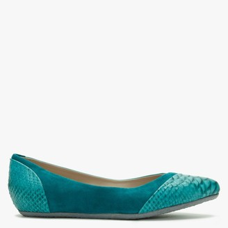Yin Saba Green Reptile Leather Pointed Flats