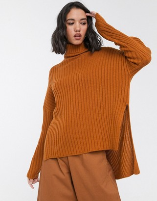 Only ribbed jumper with roll neck and side split in rust