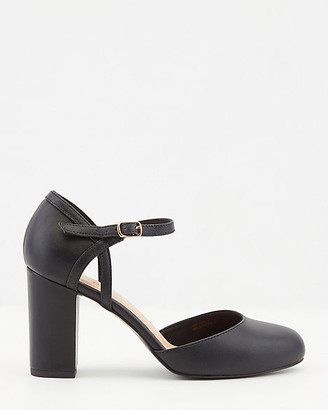 Le Château Faux Leather Round Toe Mary Jane Pump