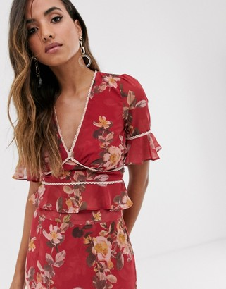 Hope & Ivy plunge front contrast print blouse in red floral