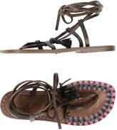 Exquisite J Toe strap sandals