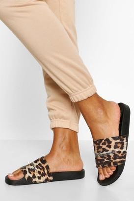 boohoo Leopard Print Woman Slider