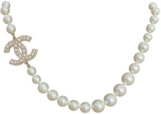 Chanel CC White Pearls Necklaces
