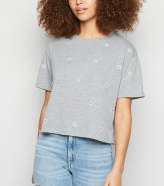 New Look Daisy Embroidered Boxy T-Shirt