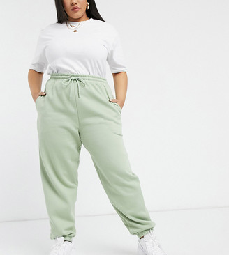 New Look Plus New Look Curve cuffed trackie in light green