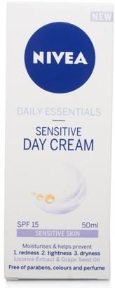 Nivea Daily Essentials Sensitive Day Cream Spf15 50Ml