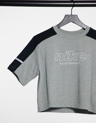 Nike Training short sleeve t-shrt in grey