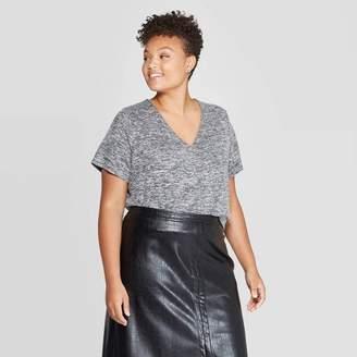Ava & Viv Women's Plus Size Short Sleeve V-Neck Center Seam T-Shirt - Ava & VivTM