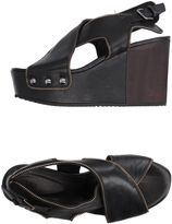 VIC Sandals