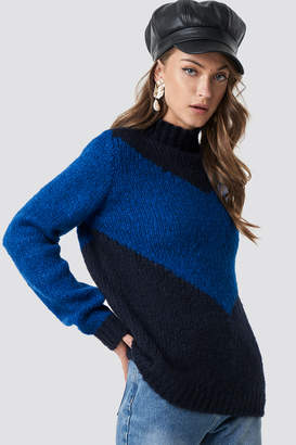 NA-KD Hannalicious X High Neck V-blocked Knitted Sweater Blue