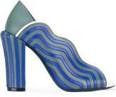 Fendi wavy panel sandals - women - Leather - 37