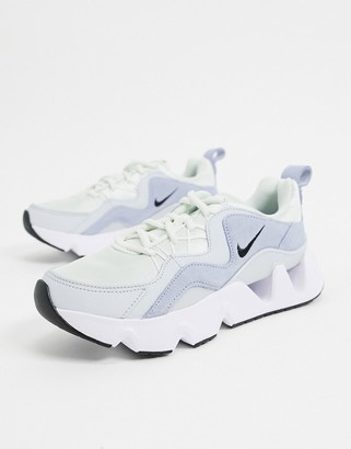 Nike Ryz 365 sneakers in lilac