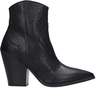 Janet & Janet Texan Ankle Boots In Black Leather