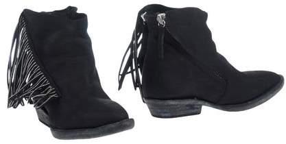 Cinzia Araia Ankle boots