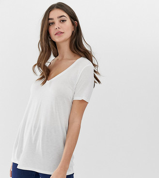 Asos Tall DESIGN Tall v-neck t-shirt with short sleeves in white
