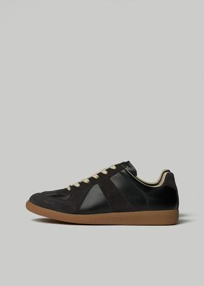 Maison Margiela Men's Replica Sneaker in Black/Gum Size 39 Leather/Suede/Rubber