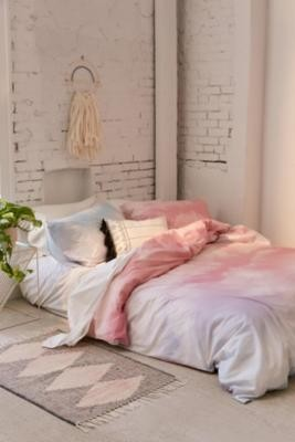 Urban Outfitters Dreamy Duvet Cover Set With Reusable Drawstring Bag - Pink SINGLE at