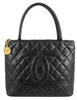 Chanel very good (VG Black Quilted Lambskin Leather Gold Medallion Tote Bag
