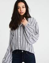 American Eagle Outfitters AE STRIPED PUFF SLEEVE BUTTON-DOWN SHIRT