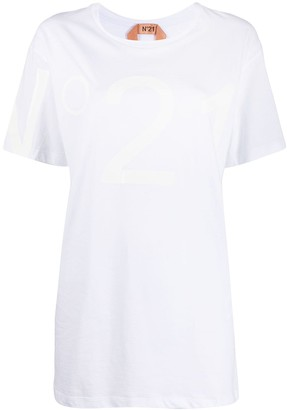 No.21 enlarged logo print T-shirt