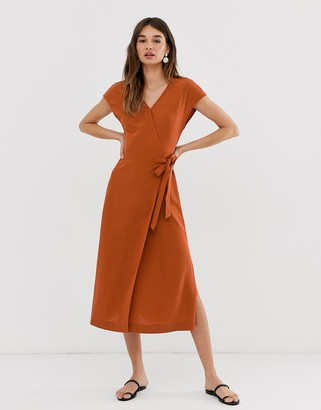 Monki midi wrap dress with short sleeve in rust-Brown