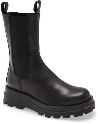 Steve Madden Explorer Chelsea Boot