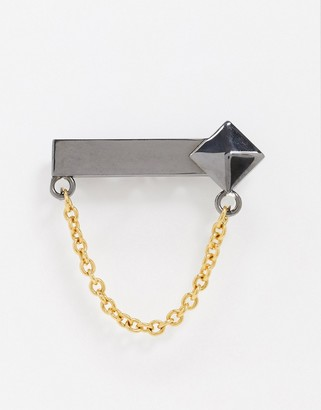 Twisted Tailor tie bar with chain in gunmetal