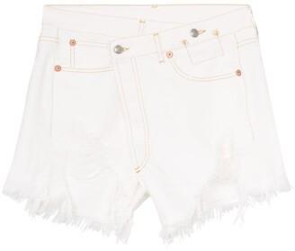 R 13 Crossover-Fastening Distressed Denim Shorts