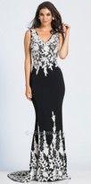 Dave and Johnny Classic V-Neck Lace Fitted Evening Dress