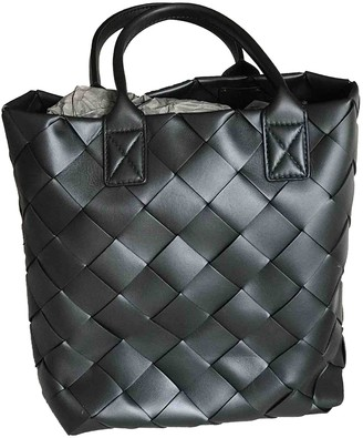 Bottega Veneta Maxi Cabat 30 Black Leather Handbags