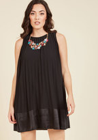 ModCloth Pleat and Greet Shift Dress in Noir in S