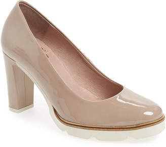 Wonders Almond Toe Pump