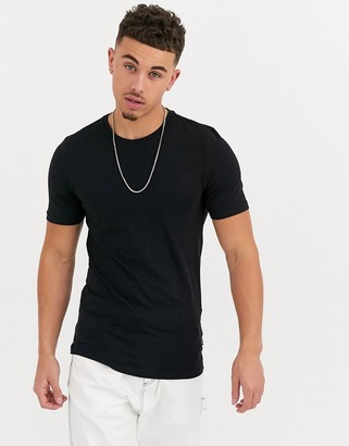 ONLY & SONS muscle fit t-shirt in black