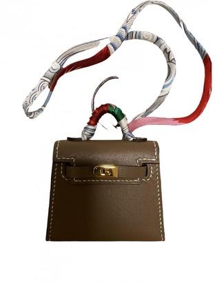 Hermã ̈S HermAs Kelly twilly charm Beige Leather Bag charms