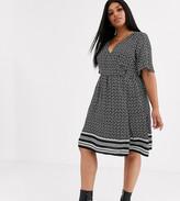 New Look Curve mono floral wrap dress