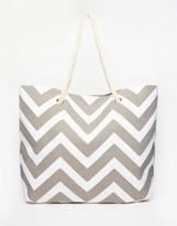 South Beach Chevron Print Beach Bag in Gray