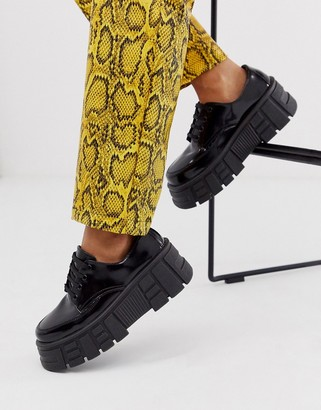 Asos Design DESIGN Middle chunky flat shoes in black